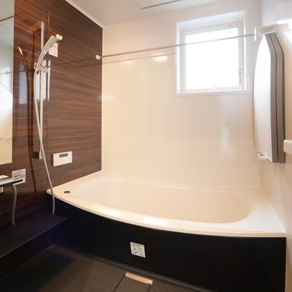 浴室換気暖房乾燥機付き。