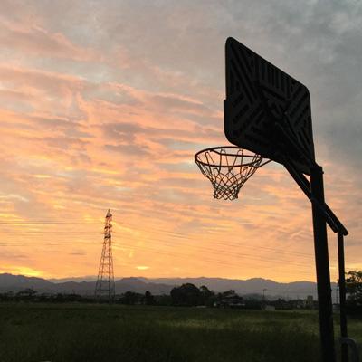 バスケットボールが大好きです。子供の手が離れたら、またババさんバスケットを始めたいと思っています。