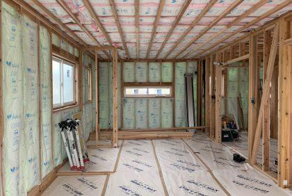 熊本県上益城郡御船町K様邸、断熱材施工工事始まりました。