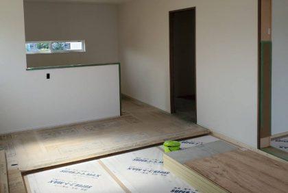 熊本県上益城郡御船町K様邸、クロス工事始まりました。
