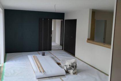 熊本県熊本市中央区S様邸、クロス工事始まりました。