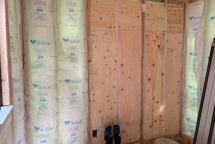熊本県宇城市松橋町S様邸、天井・壁ボード貼り工事始まりました。