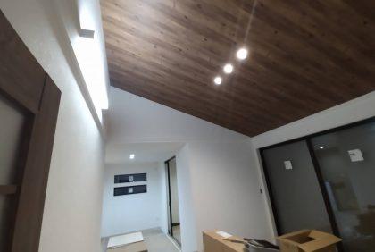 熊本県宇土市S様邸、照明器具取付工事始まりました。