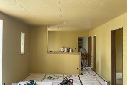 熊本県宇土市M様邸、ボード貼り・玄関収納設置工事始まりました。